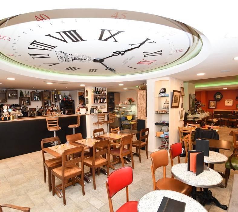 Brocante La Ferte St Aubin bistrot brasserie brocante les pendules a l'heure