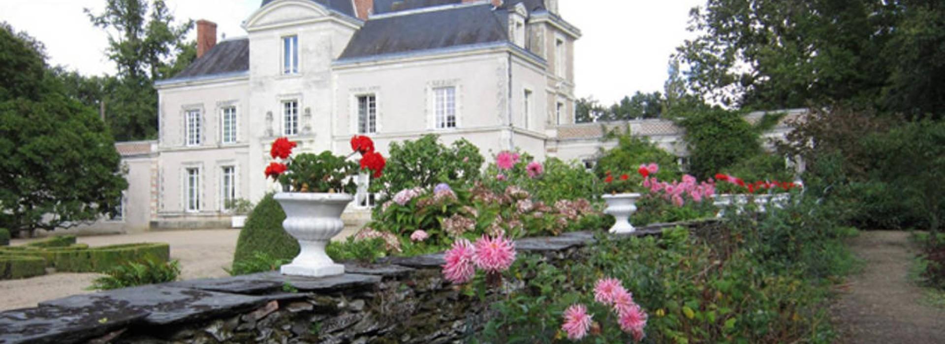 Chambres d 39 hotes du chateau de mirvault bed and breakfasts france pays de la loire - Chambre d hote chateau de la loire ...