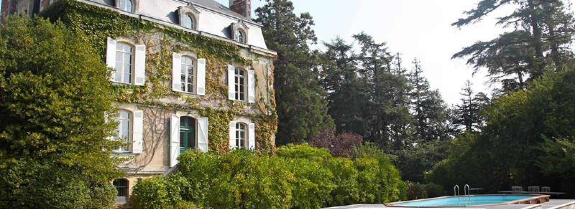 chambre d 39 hotes du chateau vert la lasserie bed and breakfast france pays de la loire. Black Bedroom Furniture Sets. Home Design Ideas