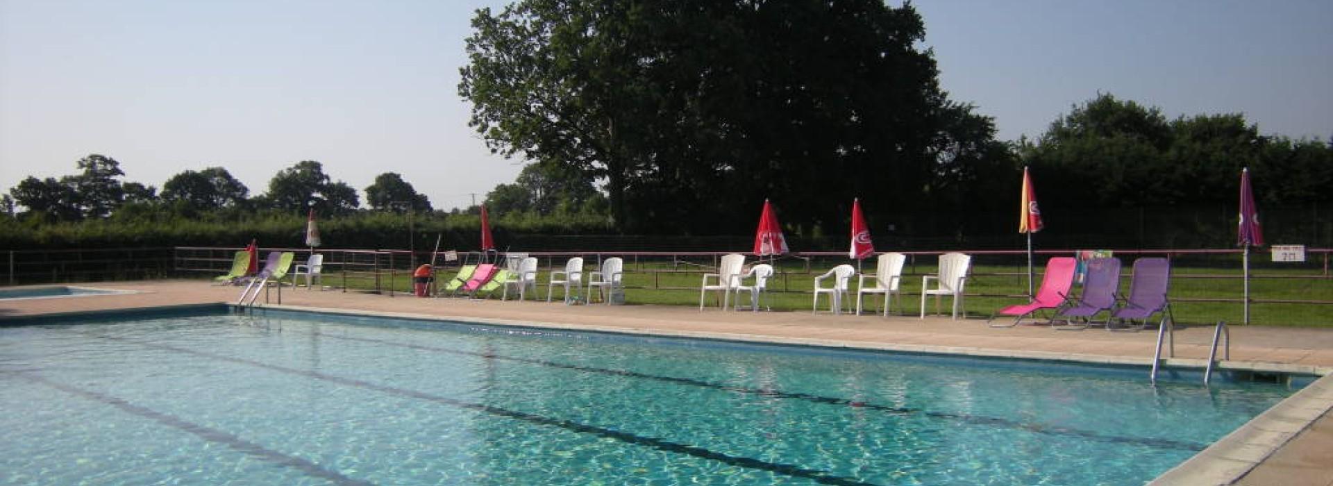 Piscine de saint charles la foret autour de l 39 eau france for Piscine saint charles