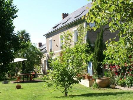 Chambres D'Hotes Du Chateau De Brissac: Chambres D'Hôtes En Pays De