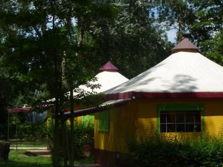 Camping municipal l 39 ile du chateau campings en pays de for Camping chateaux de la loire piscine