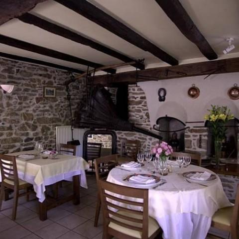 Le Bistrot Des Sarments Restaurants France Pays De La Loire