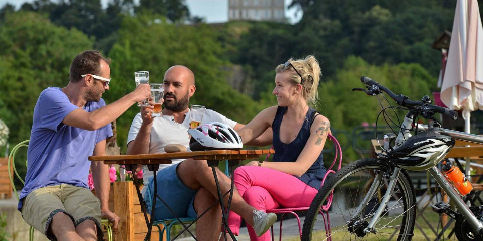 Set up camp on the Mayenne towpath